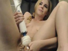 Hot Babe Genießen Sie Hard Dildo Fucking und Fingeri