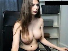 Amateur Dallyandra28 blinkende Titten auf Live-Webcam