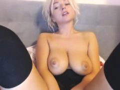 Mädchen Eyescrystal blinkende Titten auf Live-Webcam