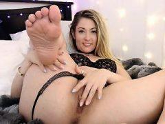 Hottie mit großen Titten vor der Webcam