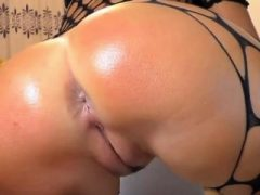 Big Ass und Pussy zeigen auf einer Webcam