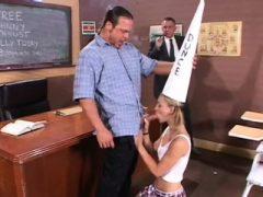 Lehrer wird angesaugt und stößt Schwanz in Studnts Liebestunnel