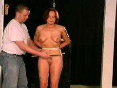 Intensive Frau Pussy Sadomasochismus mit Tit Thraldom Szenen