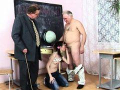 Ardent Chick wollte einen alten Jungen mindestens einmal ficken