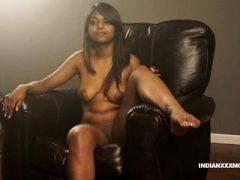Saftige Muschi Indische Babe Gauri XXX Modellierung In Lounge Auf