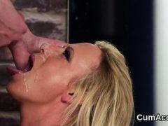 Naughty Idol bekommt Cumshot auf ihr Gesicht schluckt die ganze Last7