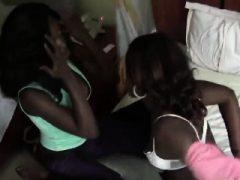 Afrikanische Lesben Meganand Veronica sind geil und bereit für