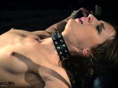 BDSM Teen Sklave mit Peitsche in Fetisch Porno Video verprügelt