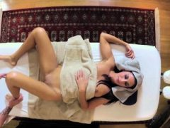 Pussylicked Babe Doggystyled während der Massage