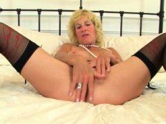 Die englische Milf Amy freut sich über ihre gute Fanny