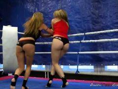 Lesben Wrestler in Pussy essen Aktion